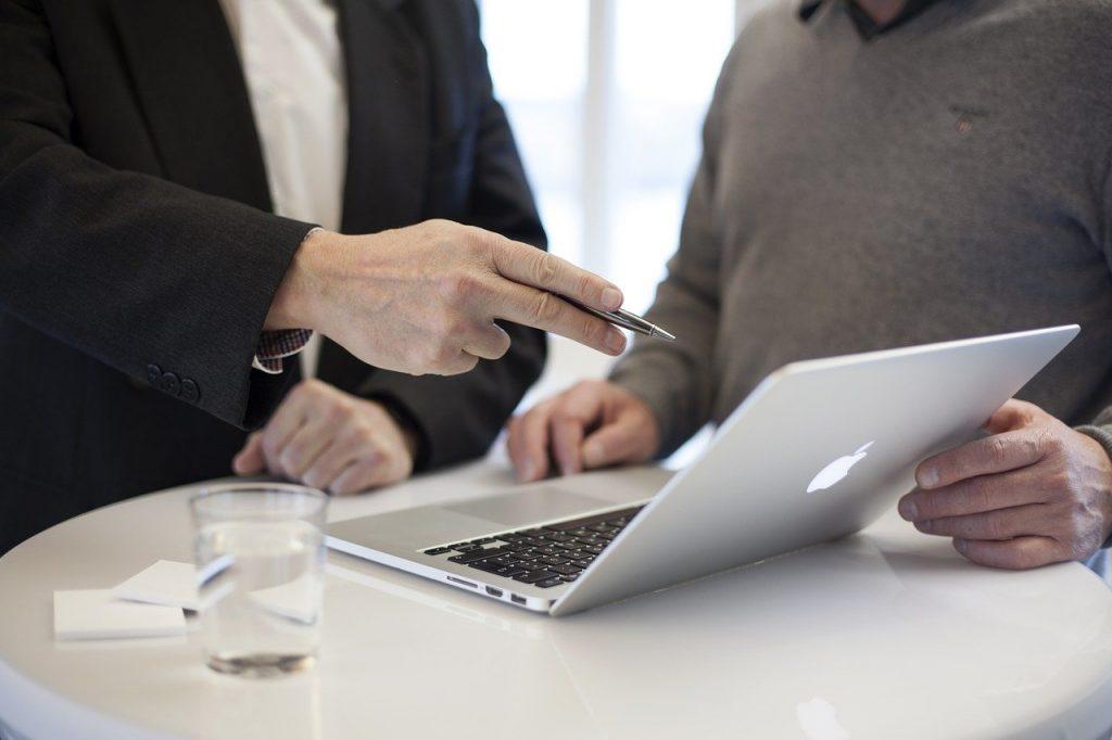 réunion professionnelle avec un consultant