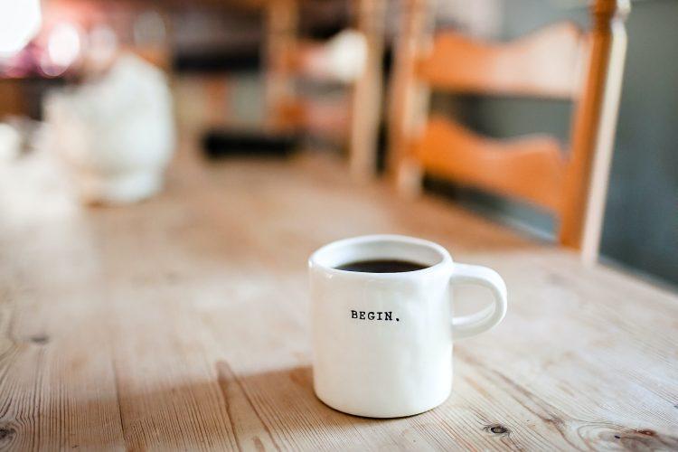 café sur une table